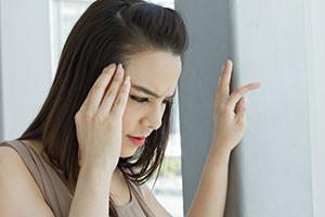 alcoholic-shutter154338941-woman-with-headache